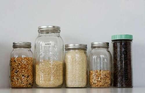 Mason Jar pieni di semi.