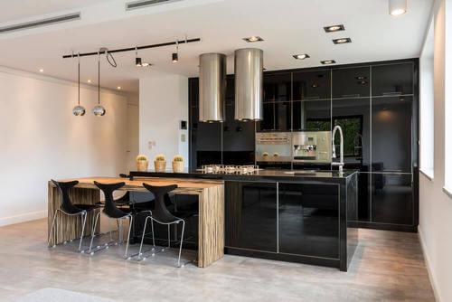 Decorazione nera per la cucina. Cucine nere.
