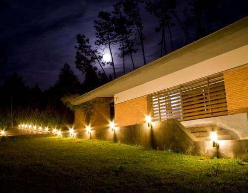 Giardino con luci. Illuminare gli esterni.