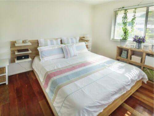 Consigli per decorare una camera da letto piccola