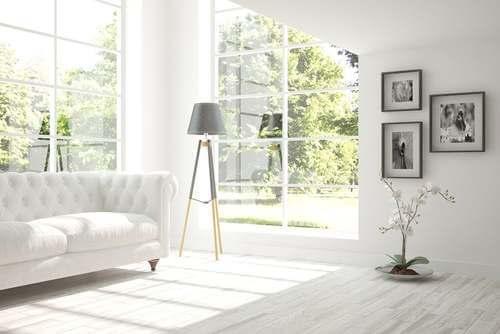 Luce naturale in soggiorno.