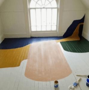 Pavimenti in legno dipinti.