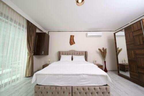 Camera da letto con condizionatore.