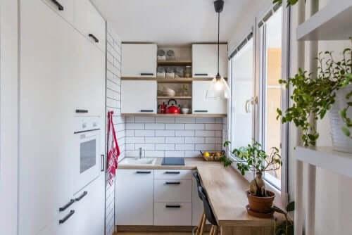 Idee ingegnose per conservare tutto in una cucina piccola