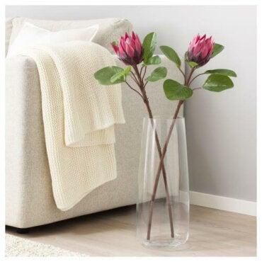 Decorare lacasa con fiori e piante artificiali