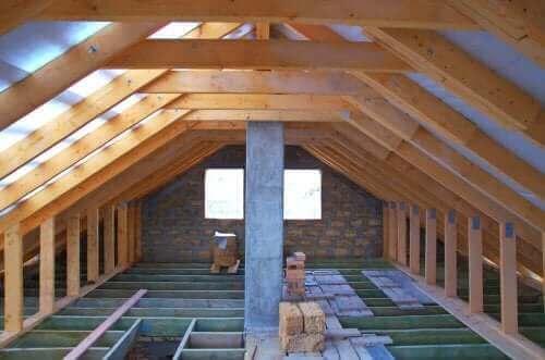 Tutto sull'isolamento della soffitta per prevenire il caldo e il freddo