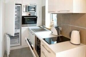 Cucina su misura per mini appartamento.