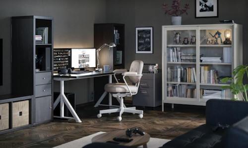 Angolo ufficio in soggiorno.