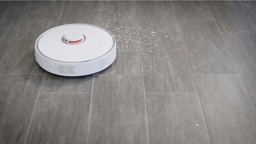 Scopa robot con navigazione automatica.