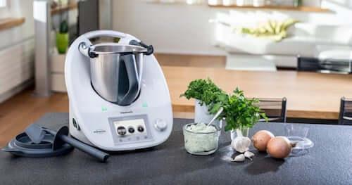 Robot da cucina per la preparazione dei cibi.