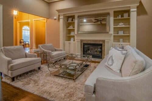 Un soggiorno con arredamento chic a basso costo.