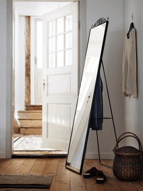 Specchio da terra nero Ikea.