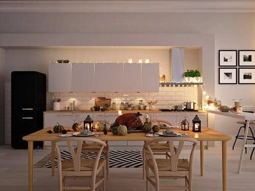 Cucina nordica con luci soffuse.