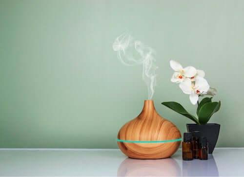 Diffusore oli essenziali in legno.