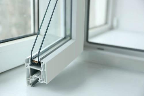 Sezione di una finestra con doppio vetro.