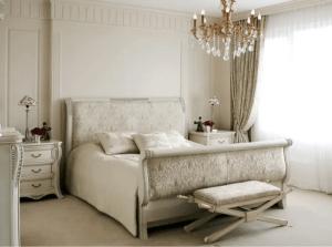 Diversi comodini per la camera da letto.