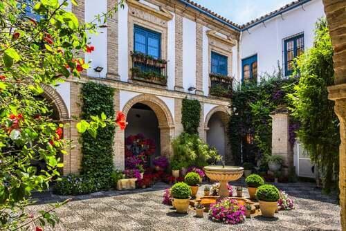 Storia ed estetica del patio andaluso: colori e armonia