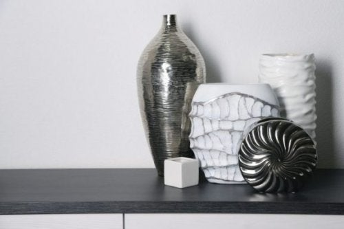 様々な陶器(玄関まわりをオシャレにするのに最適な花瓶や壺4種類)