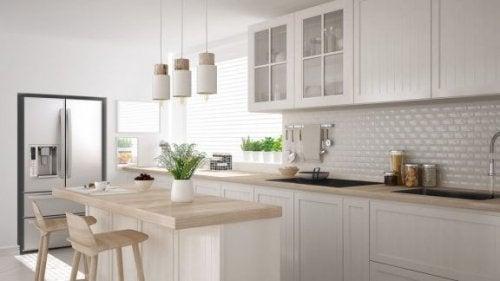 デザインタイルでキッチンをもっと魅力的に!