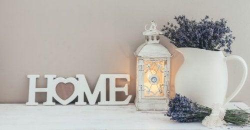 オシャレは玄関から:陶器の花瓶を置こう