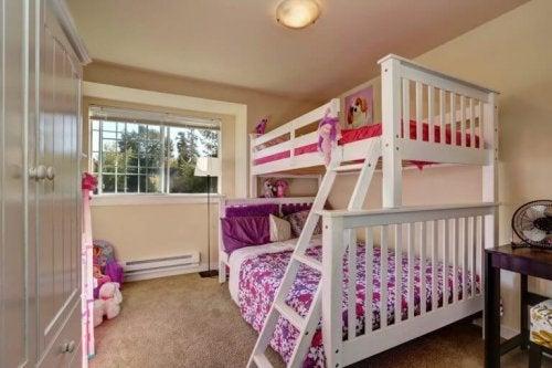 2段ベッド シングルとフルサイズ
