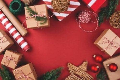 クリスマスプレゼントをオシャレにラッピングする