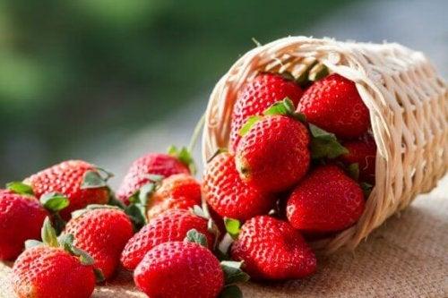 家でイチゴを育てる簡単な方法