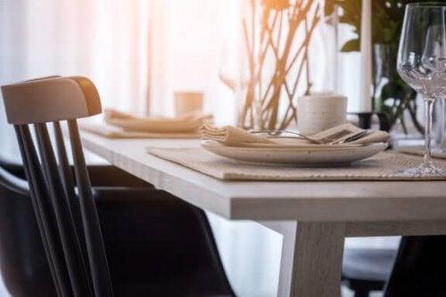 適切なテーブルセッティングの方法