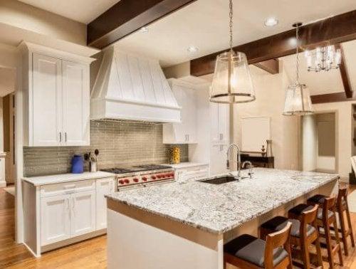 キッチンにぴったりの花崗岩製カウンタートップ4選