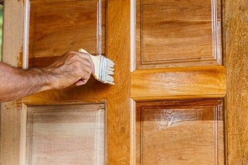 ドアのニス塗り作業 ドア   テーブル   リメイク