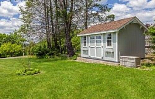 芝生に建つ庭小屋 庭小屋 アイデア