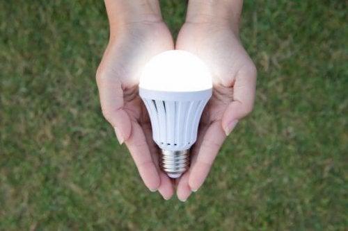 LED電球の長所とは?使うべき理由をご紹介します!