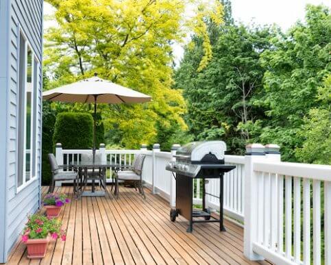 夏に向けて自宅の庭やウッドデッキを快適にするアイデア4選