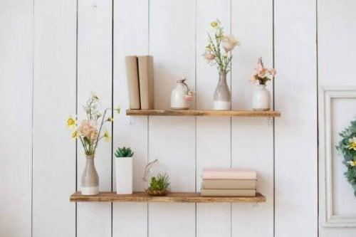 棚を花瓶で飾ろう