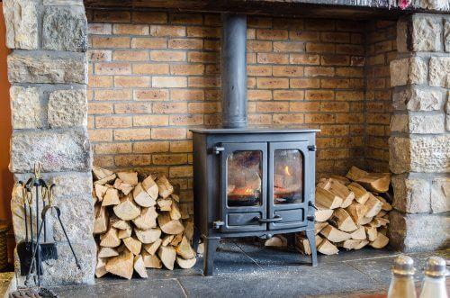 暖炉のあるリビング
