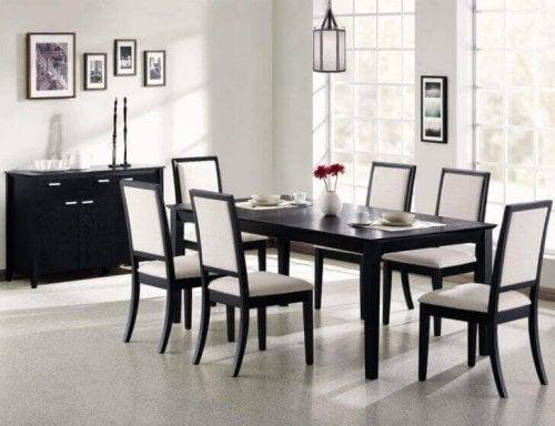暗い色の家具