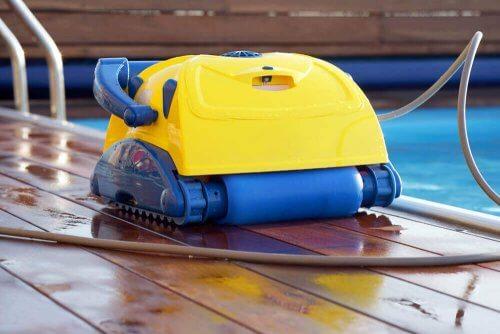 プールお掃除ロボを試してみよう!