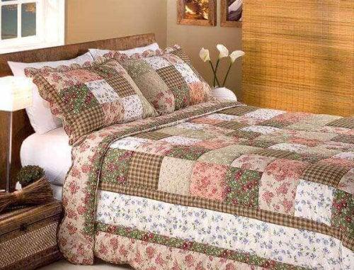 ファームハウス向けの5つのモダンデザイン-キルトのベッド