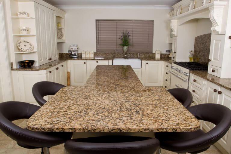 キッチンカウンターにぴったりの材質を選ぶ方法 様々な材質