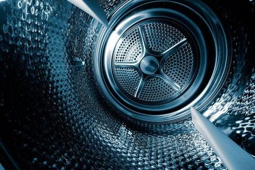 洗濯機の使い方:8つの定番の間違い-空のドラム