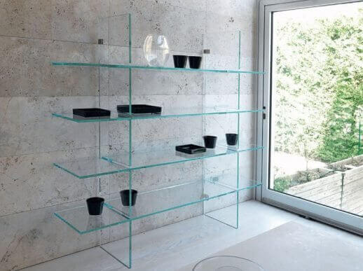ガラス棚を使ったインテリア