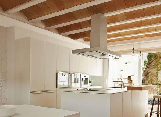 木製アーチ型天井