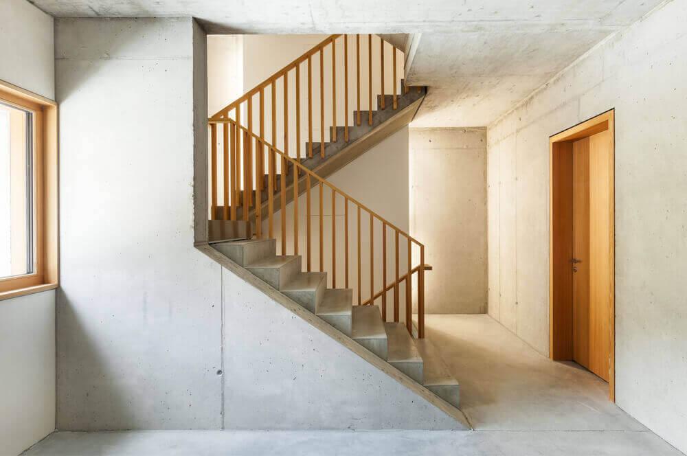 ミニマリストのモダンなコンクリート階段 グレイと統一感