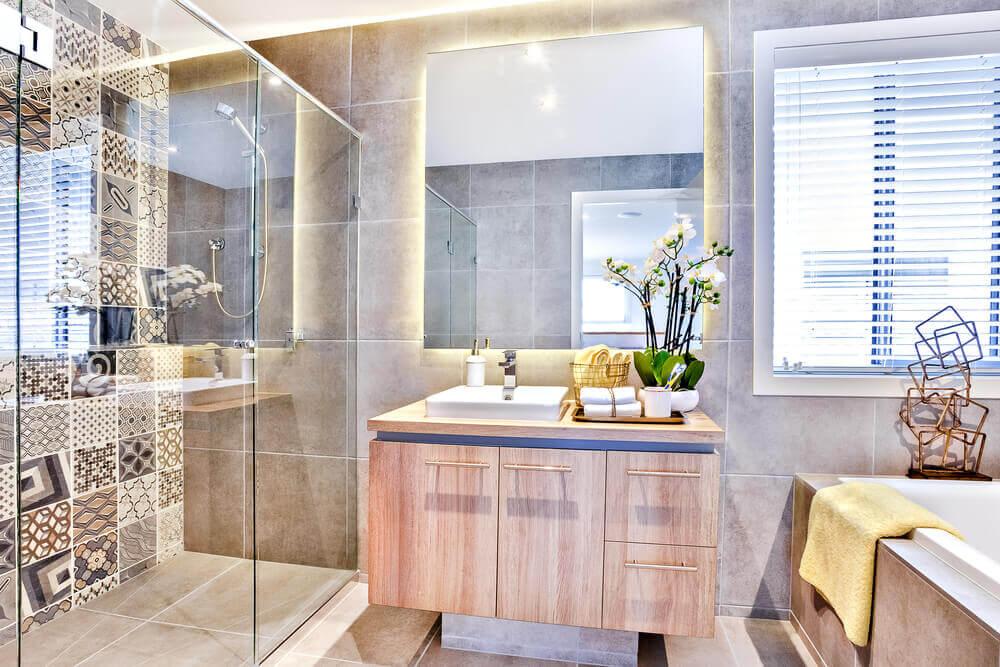狭い浴室に役立つ7つのアイディア 鏡の効果