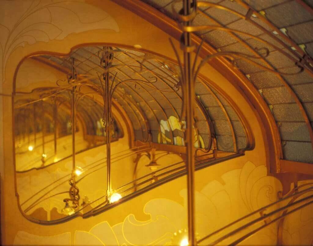 モダニズム建築:タッセル邸のインテリアデザイン 自然な雰囲気