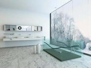 透明の浴槽