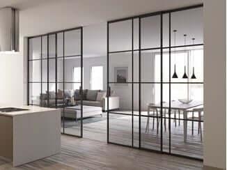 ガラス張りの壁