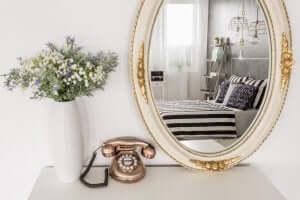 鏡を使って自宅に個性を与えるインテリアを学ぼう! 反射の効果