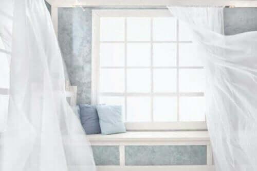 【夏のカーテン選び!】適した色柄や素材はどれ?