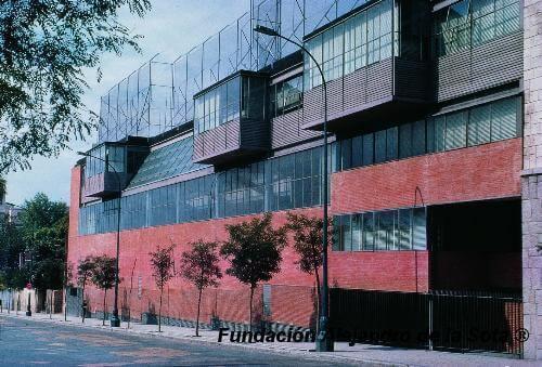 スペイン建築の代表作の一つ マラビーリャス体育館